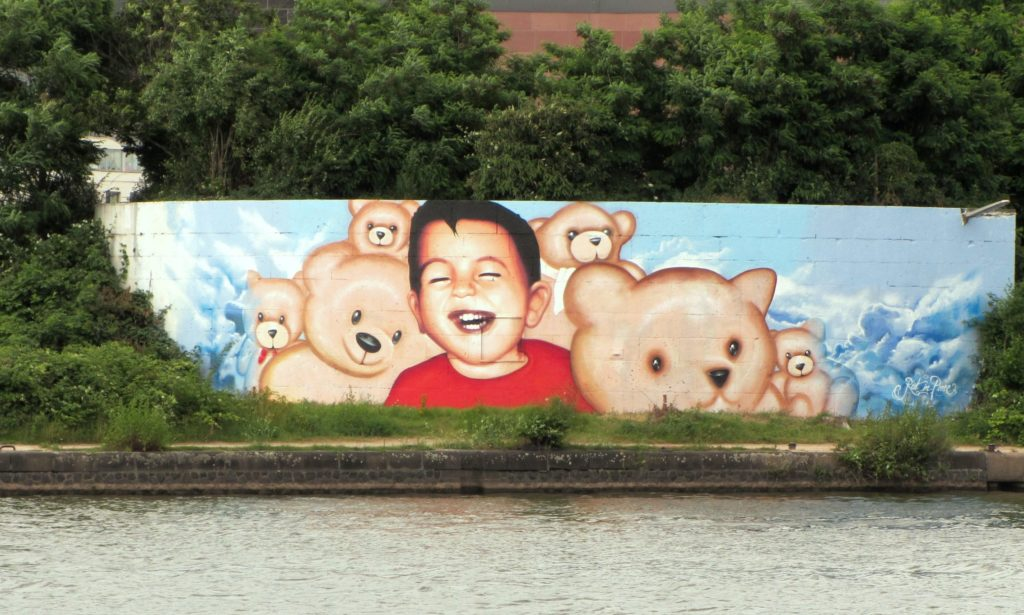 A graffiti depecting Alan Kurdi smiling in Frankfurt, Germany