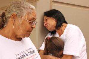 Ms Dhu's family waiting to meet with Colin Barnett, South Hedland, 30 April 2015